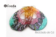FREDA.Reciclado de cd.  Aros Recycled Cds, Recycled Jewelry, Recycled Materials, Cd Art, Jewelry Gifts, Upcycle, Crochet Earrings, Recycling, Jewelry Making