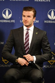 At a press conference to announce his new two-year contract with LA Galaxy. Business Casual Men, Men Casual, Fly Boots, Carhartt Overalls, David Beckham Style, Black Overalls, Charming Man, Suit And Tie, Red Shirt