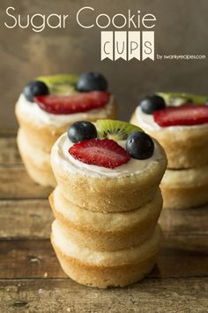 Sugar Cookie Cups Plus A Free Gift - Soft and chewy, melt-in-your-mouth sugar cookie fruit cups. If you are a fan of traditional fruit pizza, you will be delighted with these sugar cookie fruit cups. Mini Desserts, Cookie Desserts, Just Desserts, Cookie Recipes, Dessert Recipes, Cupcakes, Mini Fruit Pizzas, Fruit Tarts, Sugar Cookie Cups