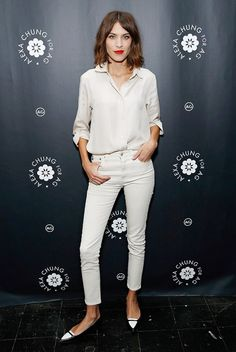 Alexa Chung perfecting the minimal look... go to home and delicious: http://homeanddelicious.blogspot.com/2015/01/long-and-cozy-sweaters.html
