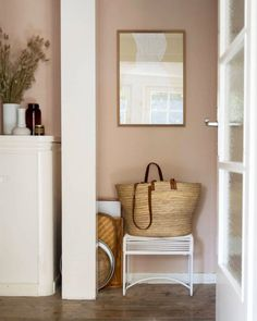 erbung/AD (ohne Auftrag) On the train you have time to look at photos. This is our small corridor. But even small rooms may be pretty. Hallway Colour Schemes, Hallway Colours, Wall Colors, Blush Walls, Pink Walls, Pink Hallway, Corridor Design, Hallway Designs, Hallway Ideas