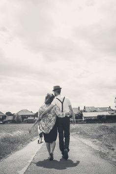 #photographie #famille #couple #enfant #nature #retro #vintage #manon #debeurme #photographe Manon, Photo Couple, Robin, Hipster, Nature, Vintage, Style, Kid, Photography