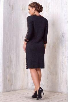 Стильное зимнее  платье с геометрическим узором