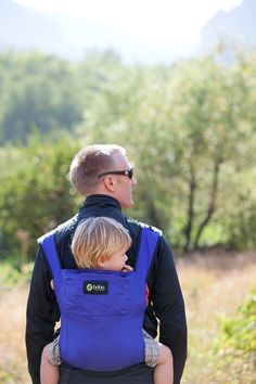 The lightest baby carrier in the world in Blue. Compact, stylish, and easy to use! @Boba #baby #freedomtogether