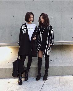 """3,784 отметок «Нравится», 59 комментариев — Qjin & Qwon (@q2han) в Instagram: «안녕하세요 쌍둥이자매 QQ 입니다  #코스모블로그어워즈2017 """"필살PR"""" 미션을 받아 팔로워분들께 저희 소개를 하고자해요! 저희는 패션이 너무 좋아 LA에서 패션디자인 &…»"""