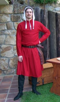 Gardcorps       woolen red cotte and dark green hoses are dressed below brocade gardecorps (see previous page). Girdle book covered by leather is hanging from the belt.