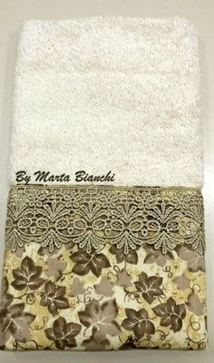 Toalha de lavabo em patchwork com renda de guipir