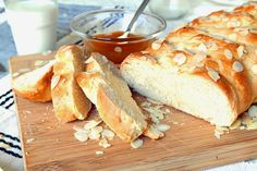 Today I'm showing you how to make a traditional Austrian Bread called 'Striezel'. It is a sweet yeast bread . Weekend Recipe, Yeast Bread, Camembert Cheese, Coffee, Sweet, Creative, Recipes, Food, Rezepte