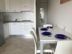 Küche mit Esstisch Double Vanity, Sink, Bathroom, Home Decor, Green Landscape, Dinning Table Set, Essen, Bath Room, Homemade Home Decor
