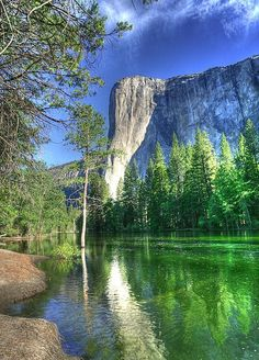 ✯ El Capitan - Yosemite gorgeous picture, going back some day! Imagine climbing that for days; so cool!