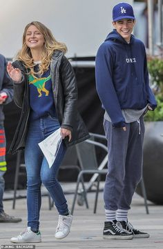 Melissa Benoist nibbles on a hot dog before shooting Supergirl crossover with The Flash Melissa Supergirl, Supergirl Tv, Supergirl And Flash, Flash And Supergirl Crossover, Chance The Rapper Sweatshirt, La Dodgers Hat, Le Flash, Series Dc, Flash Funny