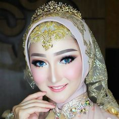 Makeup: @vizzily Wardrobe: @arsyzara_official Hijab: @jatupurwanti EO: @preciouseventplanner Model: @chantfelicia