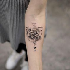 somebody should definitely get a pizza slice design in a triangle Burakkumanba - Tatuering Dreieckiges Tattoos, Neue Tattoos, Mini Tattoos, Forearm Tattoos, Flower Tattoos, Body Art Tattoos, Small Tattoos, Sleeve Tattoos, Tatoos