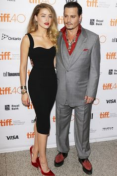 Amber Heard wearing Victoria Beckham to the Black Mass premiere during the 2015 Toronto International Film Festival Amber Heard Hair, Celebrity Pictures, Celebrity Style, Amber Head, Formal Chic, The Danish Girl, Toronto Film Festival, Fitted Black Dress, Actrices Hollywood