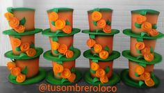 Sombreros Fantasía Floral, elaborados para educadoras usar en un evento escolar