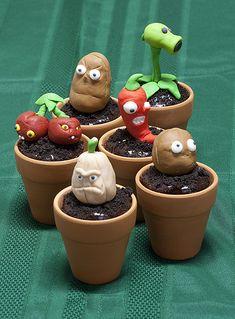 Plants vs Zombie Cupcakes - I love the lil pots Plants Vs Zombies, Zombies Vs, Zombie Birthday Parties, Zombie Party, Boy Birthday, Birthday Ideas, P Vs Z, Plantas Versus Zombies, Zombie Cupcakes