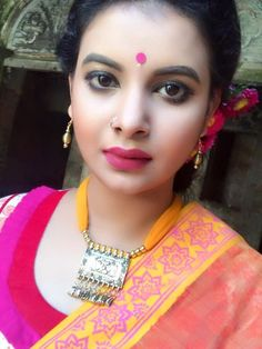 Faria Sabnam, Bangladeshi Model and actress first appeared in the advertisement of 'Pran Chanachur' directed by Adnan al Rajib; it was in the year of Afte Beautiful Girl Indian, Beautiful Indian Actress, Beautiful Actresses, Indian Face, Snake Girl, Glamorous Makeup, Cute Girl Face, Nose Stud, Latest Images
