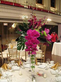 Existe una gran variedad de centros de mesacon los que puedes decorar laboda. Lo que más se estila es incluir velas y flores ya sean frescas o secas, pero puedes dejar volar tu imaginación e incorporar los elementos que creas adecuados.Se trata de crear un foco principal de atención que logre un ambiente romántico y …