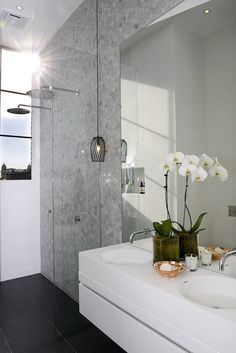 The Block in Melbourne bad Renovieren The Block Glasshouse: Ensuite week Ensuite Bathrooms, Laundry In Bathroom, Bathroom Renos, Grey Bathrooms, Beautiful Bathrooms, Bathroom Interior, Small Bathroom, Bathroom Ideas, Master Bathroom