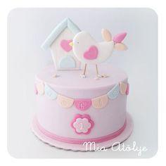 Bolo cenográfico By Larissa Kanso Baby Girl Cakes, Themed Birthday Cakes, Birthday Cake Girls, Themed Cakes, Fondant Cakes, Cupcake Cakes, Bolo Laura, Patisserie Fine, Bird Cakes