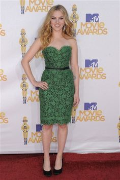 Could Scarlett Johansson have dressed her body any better? The green lace Dolce & Gabbana frock that she wore to the 2010 MTV Movie Awards perfectly accentuated her small waist and curvy assets all at the same time.