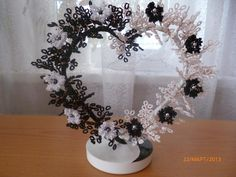 Beaded Crafts, Wire Crafts, Diy And Crafts, Arts And Crafts, Christmas Centerpieces, Floral Centerpieces, Flower Arrangements, Beaded Flowers Patterns, French Beaded Flowers