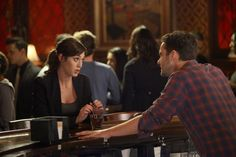 """Lizzy Caplan as Julia from the """"Jess & Julia"""" episode of NEW GIRL on FOX."""