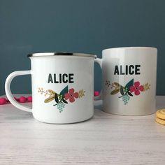 Floral émail Mug - cadeau personnalisé - cadeau pour son - nom Mug - fleur Mug - Mug rétro Une tasse de belle émail personnalisée avec magnifique motif floral rétro et texte monochrome tendance. Ce mug est le cadeau parfait, il suffit d'ajouter un nom pour le rendre vraiment