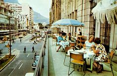 40 Wonderful Color Photographs Capture Street Scenes of Cape Town, South Africa from between the and ~ vintage everyday Durban South Africa, Cape Town South Africa, Old Pictures, Old Photos, Johannesburg City, Africa Flag, Colouring Pics, Most Beautiful Cities, Scenery