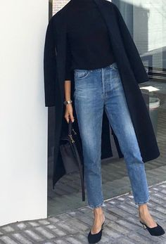 Rien de tel qu'un jean droit court sur la cheville pour twister une tenue classique/chic ! #21stepstylecourse #step7 - love the longer coat, the cropped jeans with the high waistband and tucked in top (all flattering for me)