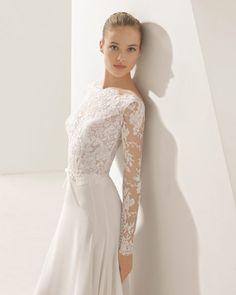 Esta maravillosa falda de georgette de estilo evasé combinada con un cuerpo de encaje y transparencias de manga larga evoca la simplicidad de la elegancia más pura. La espalda en V queda semi descubierta dándole a la vez un toque sensual.