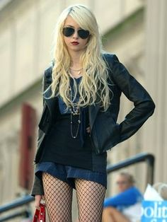 Taylor Momsen Style File: 2009   Now magazine   Celebrity style   Celebrity fashion