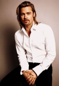 Brad Pitt is heavily involved with Global Green USA's Holy Cross Project. The organization is pushing for sustainable redevelopment of New Orleans after the devastation of Hurricane Katrina. Single family homes, an apartment building, and a community center are currently being built. Jennifer Aniston, Brad Pitt, Mario Sorrenti, Cool Haircuts, Haircuts For Men, Men Hairstyles, Haircut Men, Puppy Haircut, Haircut Style