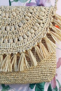 Shop the Look from Blush on Bluff on ShopStyle - Raffia and straw bag - Braided Rug Tutorial, Rag Rug Tutorial, Rag Rug Diy, Diy Rugs, Braided Rag Rugs, Macrame Purse, Fibre Textile, Diy Bags Purses, Macrame Patterns