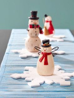 Snowmen Christmas Table Decorations These adorable figures would surely impress you and your guests.