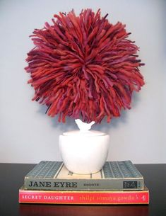 """JuJu Hat"" Wall Decor (Faux Cameroonian Feather Hat) Tutorial from Flutter Flutter (via design sponge) Sombreros Juju, Diy Room Decor, Wall Decor, Juju Hat, Do It Yourself Inspiration, Hat Tutorial, Metal Tree Wall Art, Giant Wall Art, Feather Hat"