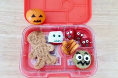 My latest creation: Jack-o-Lantern clementine, Franken-muffin, Screaming berries, crunchy fingers, mummy cheese, and skeleton sandwich. . #halloweenfoodart #bentobox #lunchboxfoodart #lunchboxideas #kidslunchbox #halloweenlunch #rdapproved #kidsinthekitchen #foodstylist #healthymom #fitmom #healthandfitness #momhacks #healthandwellness #healthandnutrition #nutrition #healthymeals #healthymealplan #healthylife #fitnessfood #healthyeating