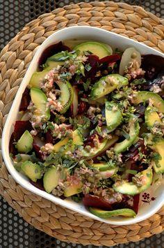 Salade composée pommes de terre-betterave-avocat, sauce vinaigrette échalote & câpres, estragon