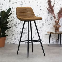 The Jordan Bar Stool is a bar stool with an industrial design. It has a nice backrest for extra comfort and thanks to the thick rectangular legs the stool is very durable. It is available in 3 beautiful micro fiber colours. Retro Bar Stools, Retro Dining Chairs, Industrial Dining Chairs, Modern Bar Stools, Leather Dining Chairs, Dining Room, Breakfast Bar Stools, Kitchen Seating, High Stool