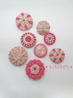 今日は一日好きなこと Crochet Buttons, Diy Buttons, How To Make Buttons, Button Art, Button Crafts, Wool Embroidery, Cross Stitch Embroidery, Dorset Buttons, Passementerie