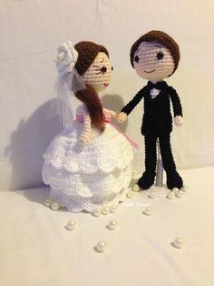 Amigurumi bride and groom dolls. Knitted Dolls, Crochet Dolls, Knit Crochet, Amigurumi Patterns, Amigurumi Doll, Wedding Doll, Crochet Wedding, Fabric Toys, Amazing Weddings