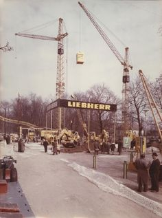 The first Bauma took place in Munich in 1954 - and Liebherr was already exhibiting there. A couple of tower cranes and the first hydraulic excavator have been presented to the public 62 years ago. A lot has changed sinced then: Today, our Liebherr booth with its 14.000 sqm is larger than the whole trade fair was back in 1954! Old Mercedes, Crawler Crane, Heavy Construction Equipment, Hydraulic Excavator, Crawler Tractor, Exhibition Booth, New Pictures, Paris Skyline, Trade Fair
