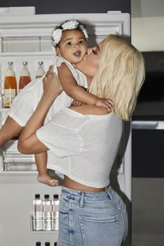 Khloé Kardashian Recruits Baby True to Star in New Good American Campaign: See the Adorable Pic — People Kris Jenner, Kendall Jenner, Jenner Kids, Estilo Kylie Jenner, Kourtney Kardashian, Estilo Kardashian, Kardashian Family, Kardashian Jenner, Models