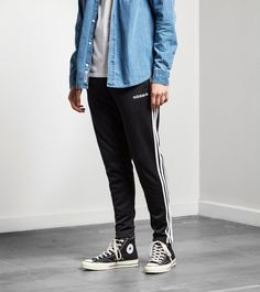adidas Originals Itasca Track Pants - find out more on our site. Find the freshest in trainers and clothing online now.
