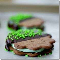 St. Patrick's Day Mint Chocolate Cookie Sandwiches - so easy you can definitely whip them up for the weekend!