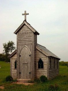 Would be so cute to rescue a little chapel. Old Southern country church Churches NORWAY Sacred Architecture, Church Architecture, Abandoned Churches, Old Churches, Abandoned Places, Abandoned Mansions, Church Pictures, Wedding Pictures, Old Country Churches