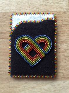 save this . Beaded Purses, Beaded Bags, Loom Beading, Beading Patterns, Sew Wallet, Beaded Banners, Bead Sewing, Native Beadwork, Business Card Case
