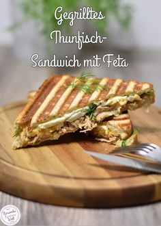 Gegrilltes Thunfisch-Sandwich mit Feta The grilled tuna sandwich is quickly prepared in the contact grill and is very tasty Easy Snacks, Easy Healthy Recipes, Gourmet Recipes, Healthy Snacks, Snack Recipes, Healthy Nutrition, Drink Recipes, Healthy Eating, Grill Sandwich