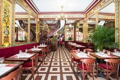 Get your fill of steak-frites and soupe à l'oignon with our run-down of the absolute best bistros in Paris. Camembert Roti, Restaurants In Paris, French Restaurants, Paris Hotels, Bistro Box, Steak Tartare, Beef Cheeks, Grand Paris, Slow Cooked Beef