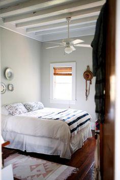 harper-poe-bedroom-via-design-sponge-remodelista